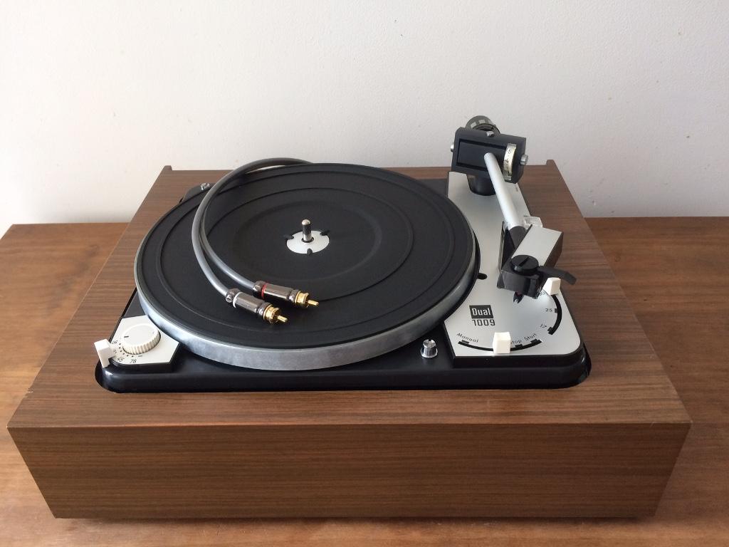 platine vinyle. Black Bedroom Furniture Sets. Home Design Ideas
